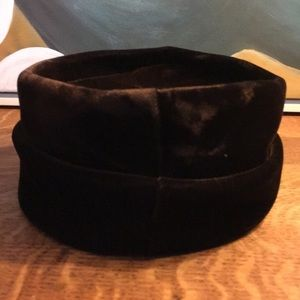 Vintage Accessories - Vintage Velvet Pillbox Hat With Bow